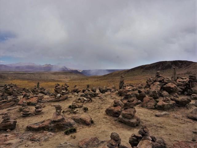 colca canyon rocks 1